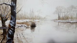 piccolo fiume innevato